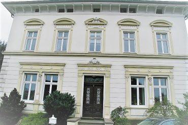 Vermietet Villa Frontseite IMG_7393_klein (002)